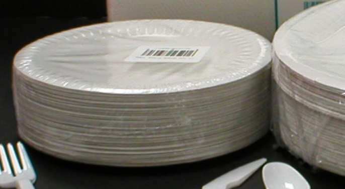 "WHITE PAPER PLATES  6"" diameter - 15cm approx. (pack of 100)"
